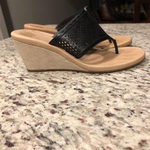 EUC UGG Solena black leather wedge thong sandal